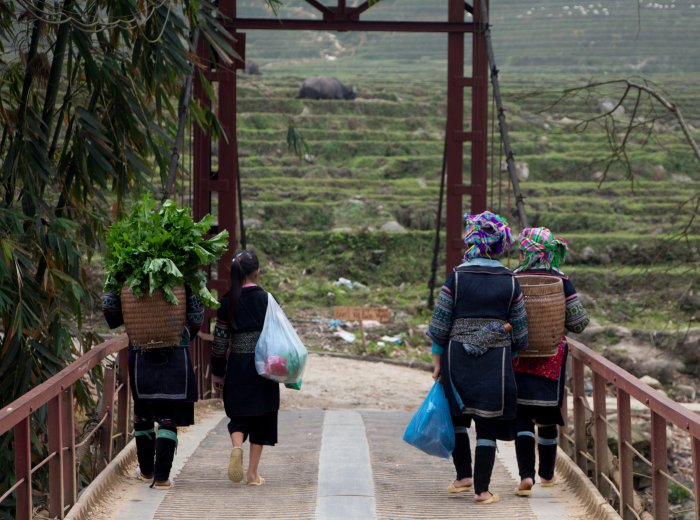Y Linh Ho Bridge four Hmong women