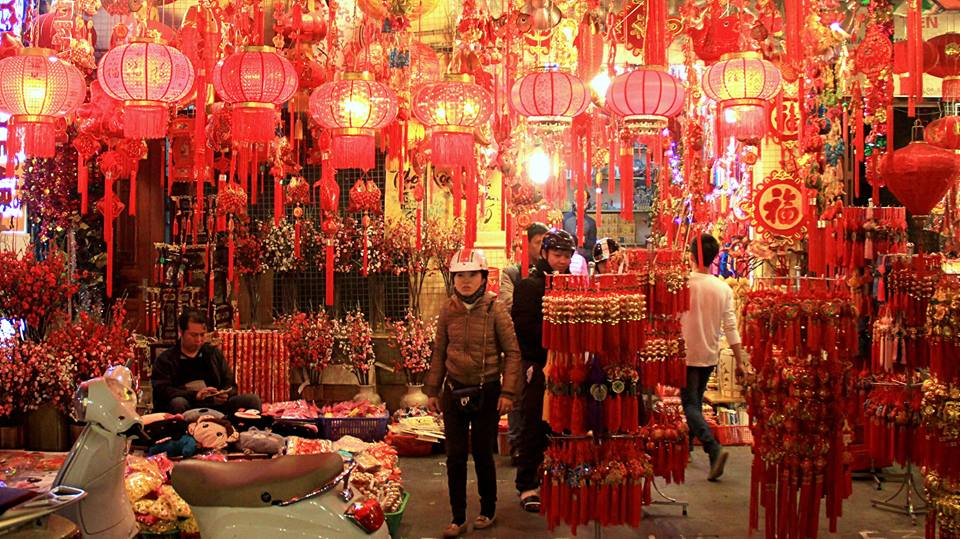 lunar new year hanoi red lanterns