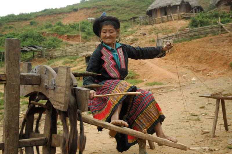 Ock Pop Tok - minor ethnic group woman