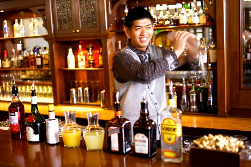 Raffles Long Bar Bartender Singapore