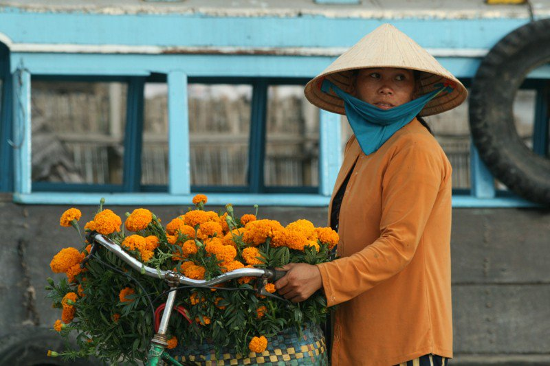 mekong-delta-flower-seller