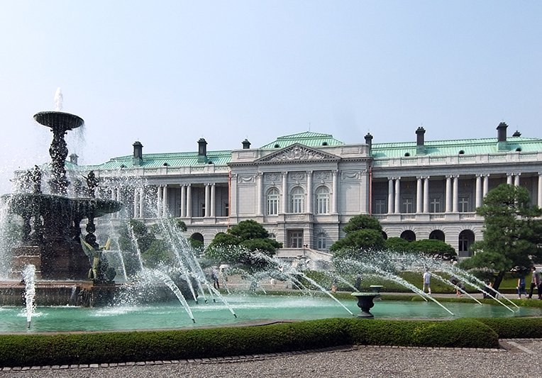 Akasaka_Palace_south_2010