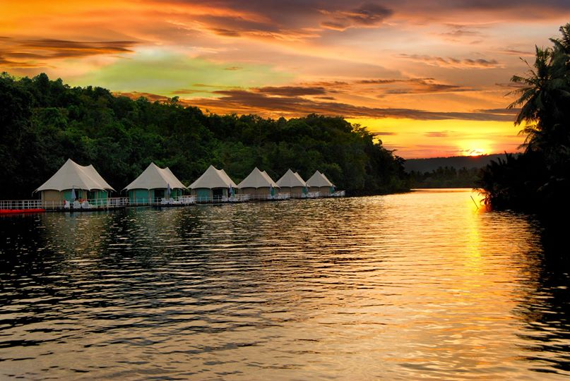 Malte Blas - Best Resorts for Families in Asia - Floating Lodge